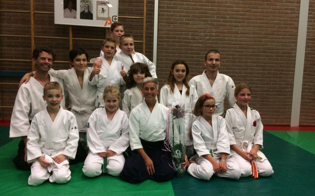 Onze jeugd Sensei Sandra geeft les in Spijkenisse